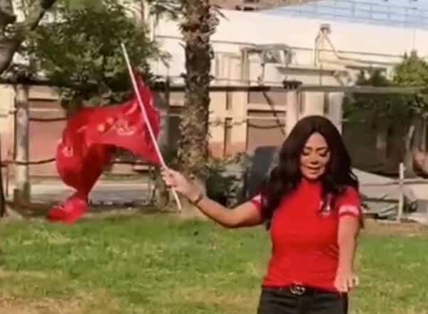 رقص رانيا يوسف تشجيعا للنادي الأهلي - لقطة من الفيديو