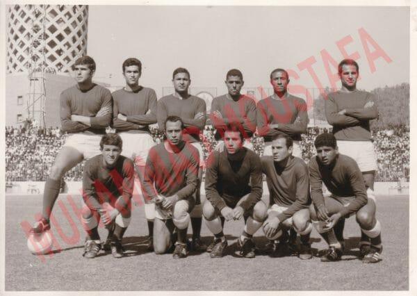فريق الأهلي المصري من ضمنهم الراحل فؤاد أبو غيدة في فترة الستينيات